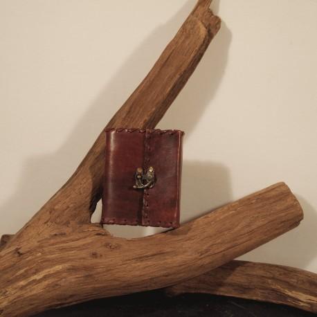Grimoire cuir crochet médiéval jeux de rôle GN carnet de voyage