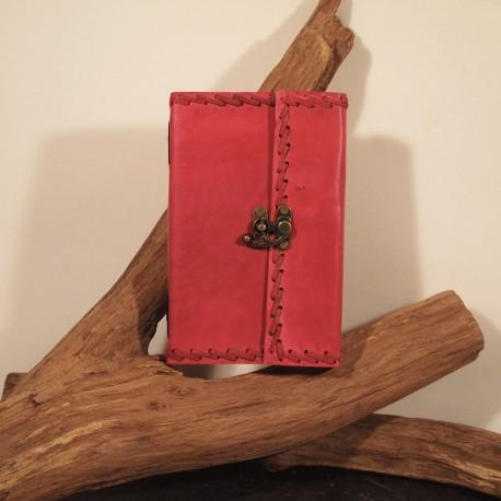 Livre fermoir à crochet, frappé, couleur 2eme taille.