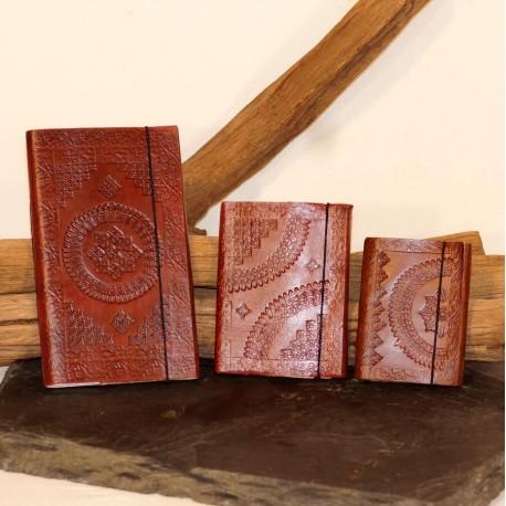 calepin en cuir repoussé vintage médiéval steampunk