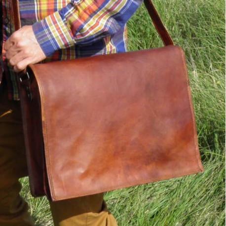 besace caratble en cuir naturel artisanal