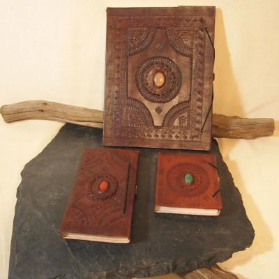 Carnet à dessin en cuir frappé avec pierre, T5