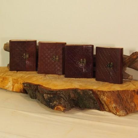 Grimoire en cuir frappé - Crochet - M