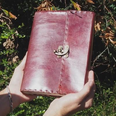 Grimoire en cuir à crochet médiéval jeux de rôle GN carnet de voyage