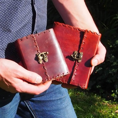 Grimoire en cuir marron – Crochet
