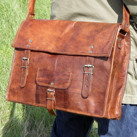 cartable vintage en cuir naturel et artisanal