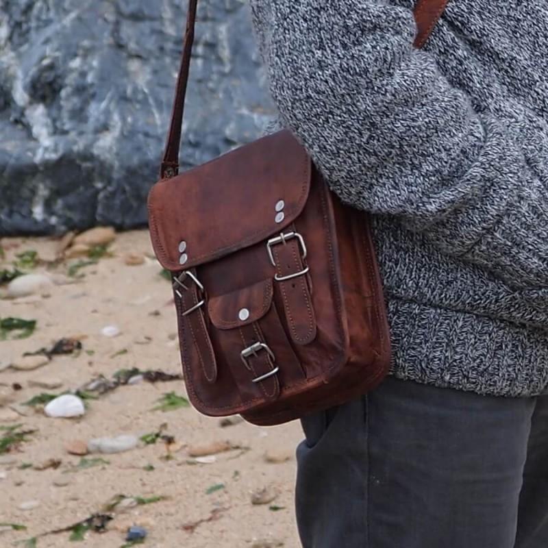 petite sacoche en cuir vintage