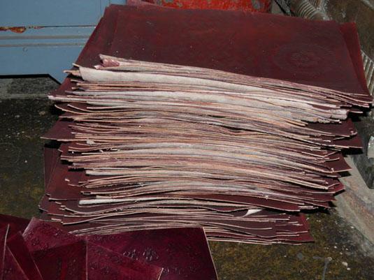 fabricationartisanale des sacs en cuir