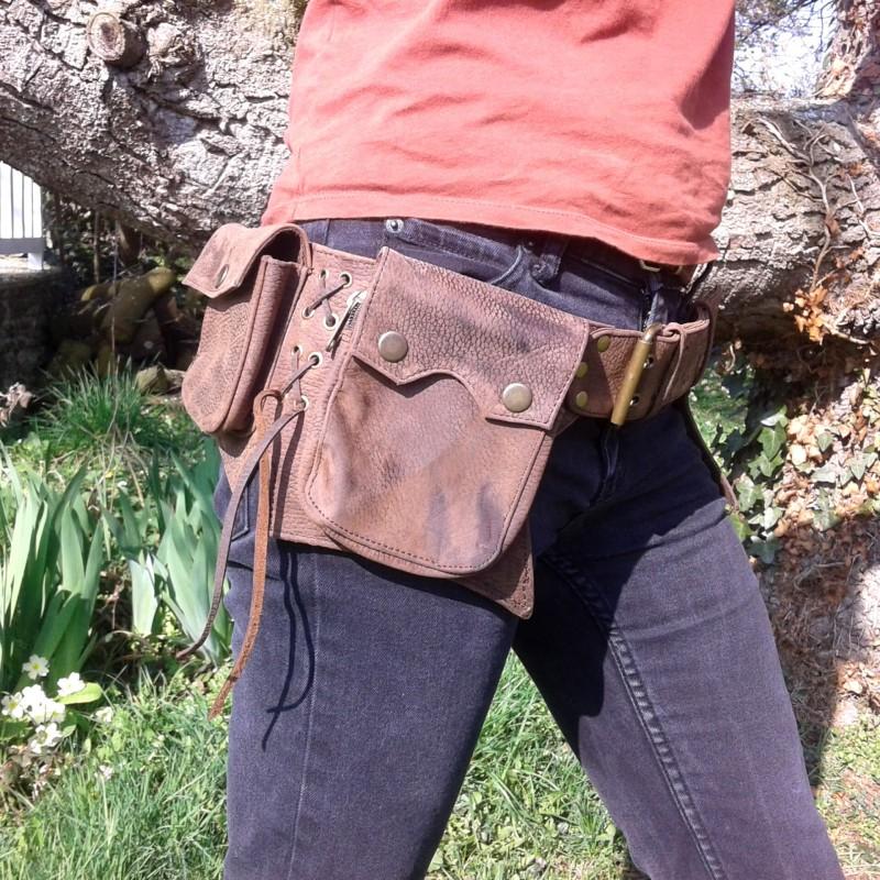 ceinture multipoches cuir médiévale